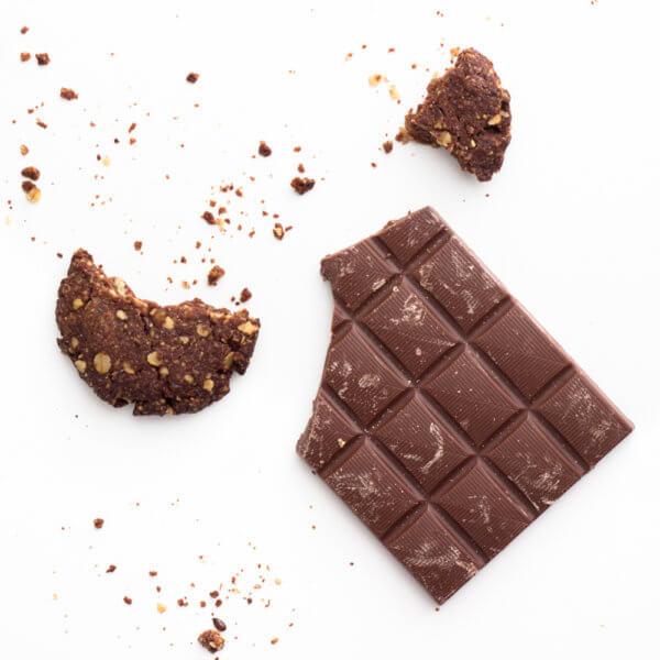 Schokolade mit Keksstückchen